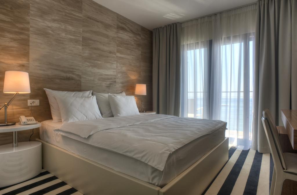 Отель Alexandar Hotel & Wine Bar, Рафаиловичи, Черногория