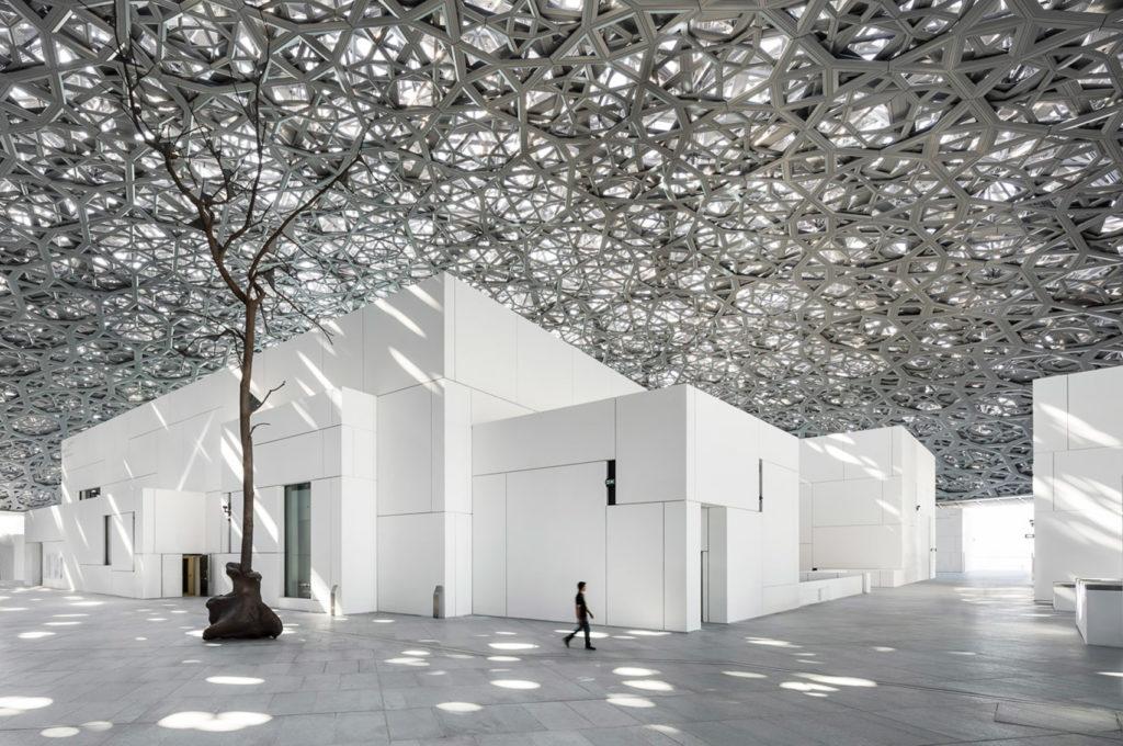 Лувр Абу-Даби, построенный французским архитектором Жаном Нувелем